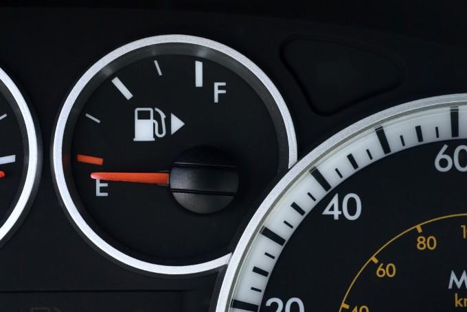 car life hacks fuel icon